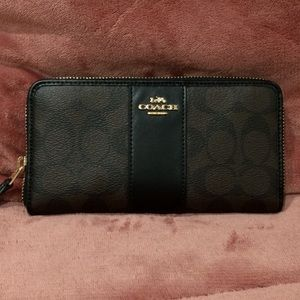 Coach wallet 💯% authentic!!